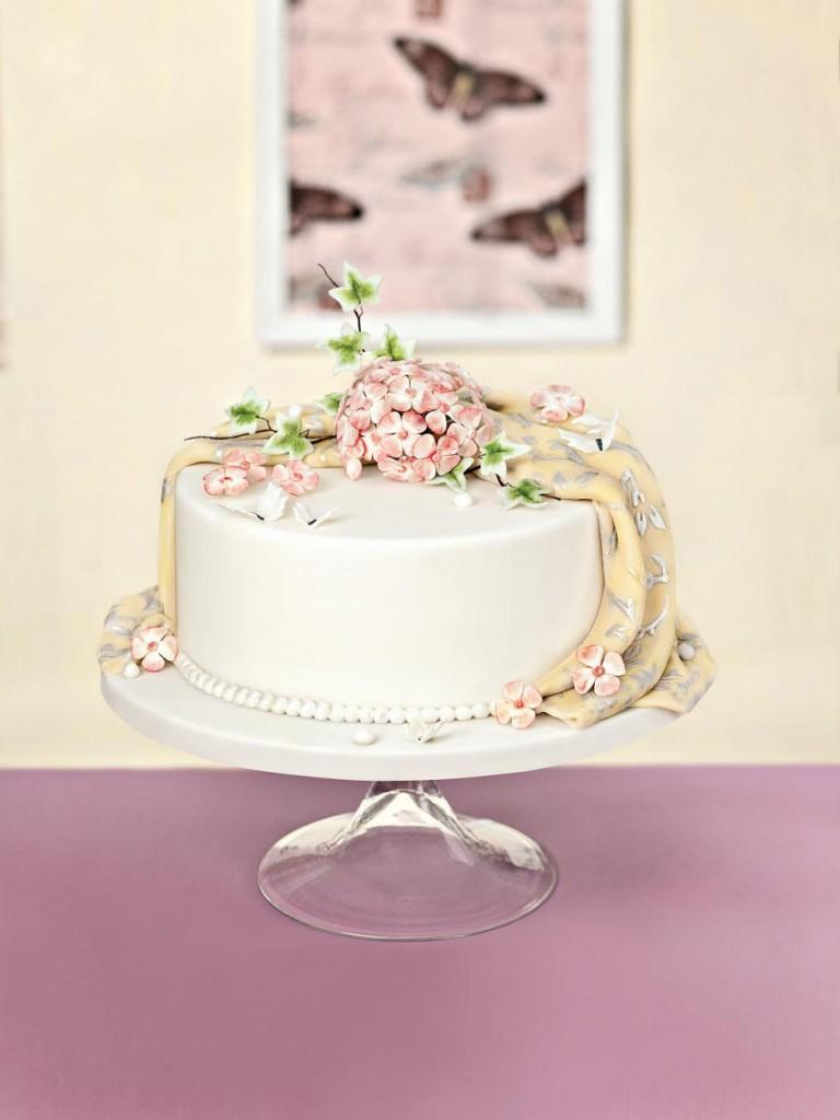 Torten mit Zuckerblüten